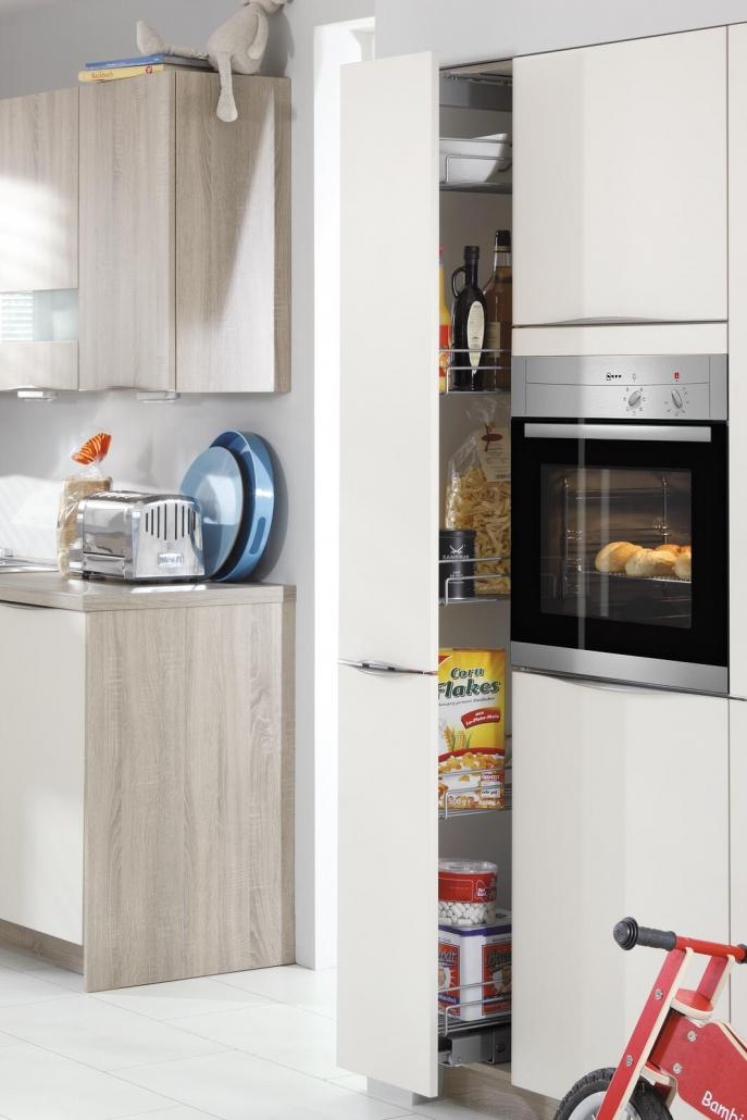 Neff Küchengeräte in einer weißen Küche