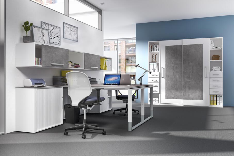 Weißer Schreibtischstuhl mit Rollen