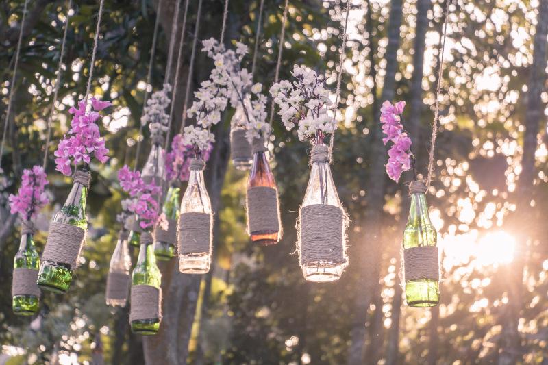blumen Dekoration auf einer Gartenparty