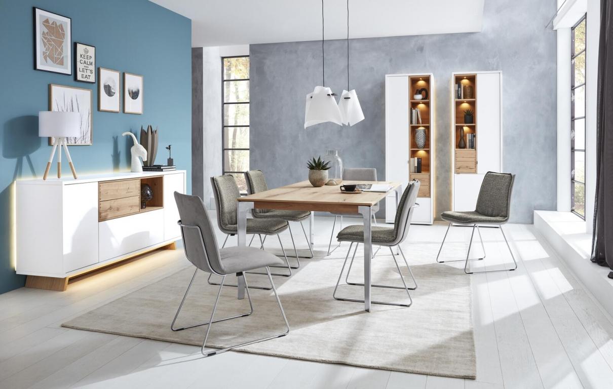 Venjakob Speisezimmer mit grauen Stühlen und Holztisch