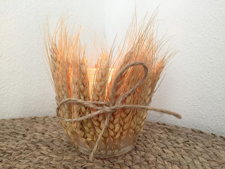 Kerze mit Ähre-Deko