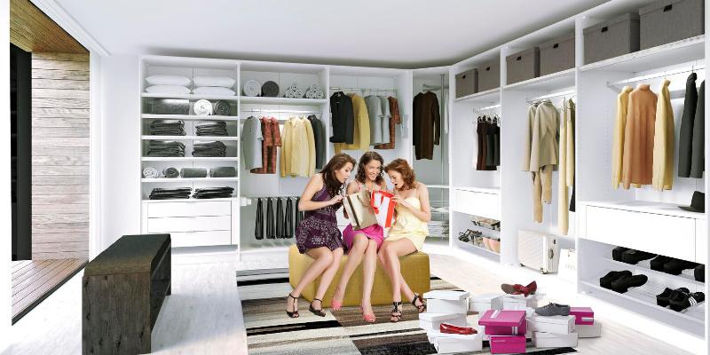 Jutzler Kleiderschrank mit drei Frauen