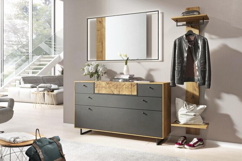 Garderobe in anthrazit mit Holz