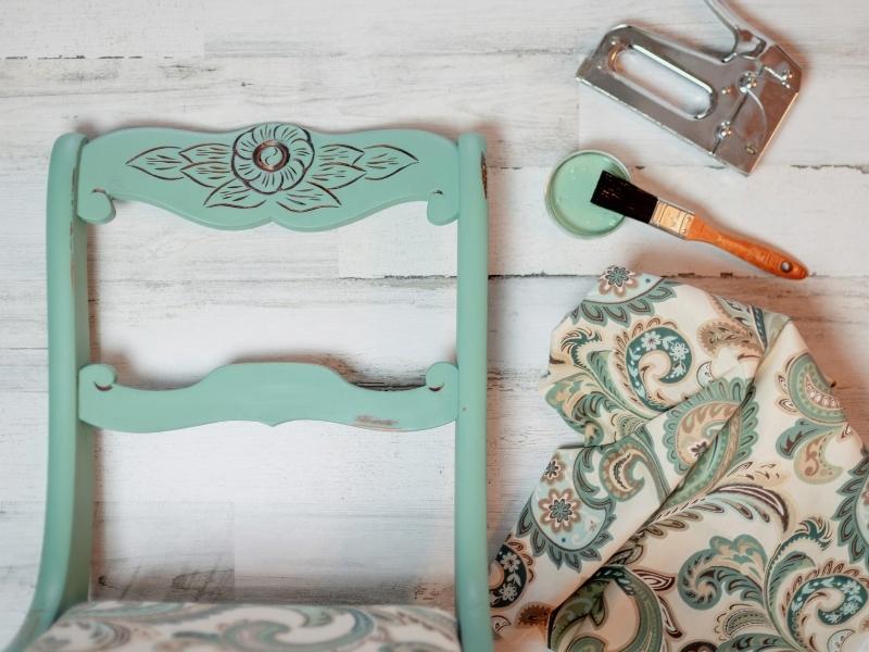 Vintage stuhl bemalen
